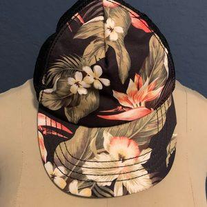 Billabong floral 🌸 hat 🧢